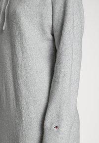 Tommy Hilfiger - FLEX RELAXED HOODED KNEE  - Jumper dress - light grey heather - 4