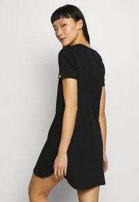 The North Face - WOMENS SIMPLE DOME TEE DRESS - Žerzejové šaty - black - 2