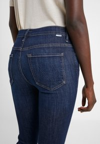 Mother - INSIDER CROP STEP FRAY  - Jeans Bootcut - clean sweep - 5