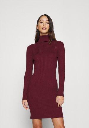 ONLELLY ROLLNECK DRESS - Obleka/pulover - tawny port