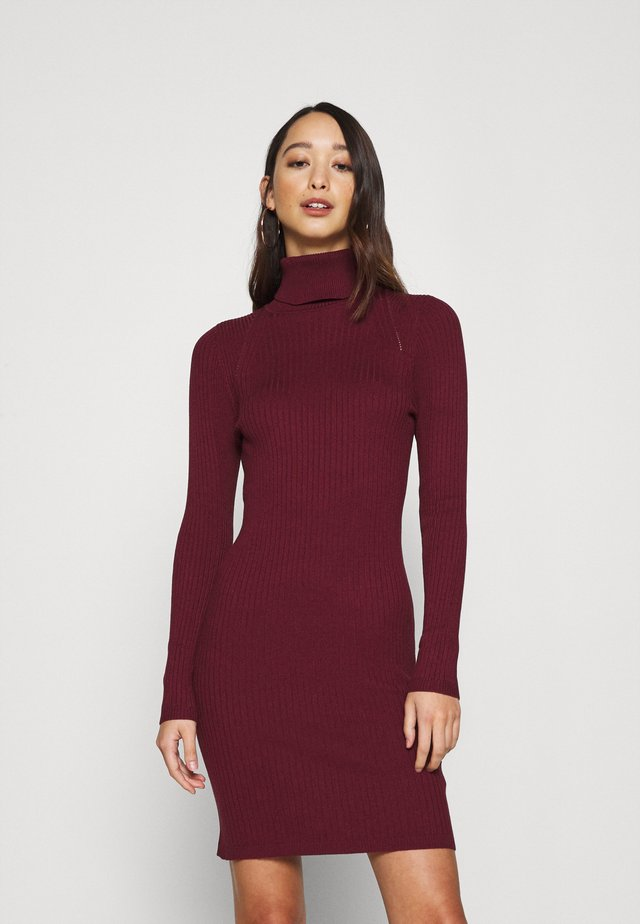 ONLELLY ROLLNECK DRESS - Vestido de punto - tawny port