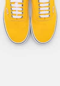 Vans - AUTHENTIC - Trainers - lemon chrome/true white - 5