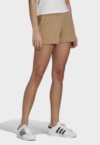adidas Originals - R.Y.V. SHORTS - Shorts - beige - 2