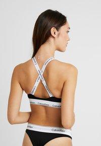 Calvin Klein Underwear - MODERN BRANDED STRAP TRIANGLE - Triangel BH - black - 3