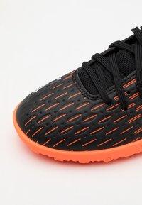 Puma - FUTURE 6.4 TT JR UNISEX - Kopačky na umělý trávník - black/white/shocking orange - 5