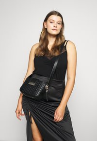 Guess - MATRIX ELITE CROSSBODY - Umhängetasche - black - 0