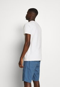 Tommy Jeans - BADGE TEE - Camiseta básica - white - 2