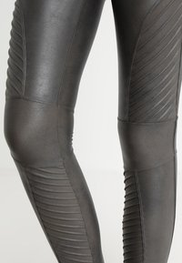 Spanx - MOTO - Leggings - Stockings - gunmetal - 2