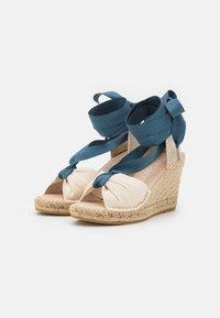 Macarena - CARLA  - Platform sandals - crudo/jeans - 2