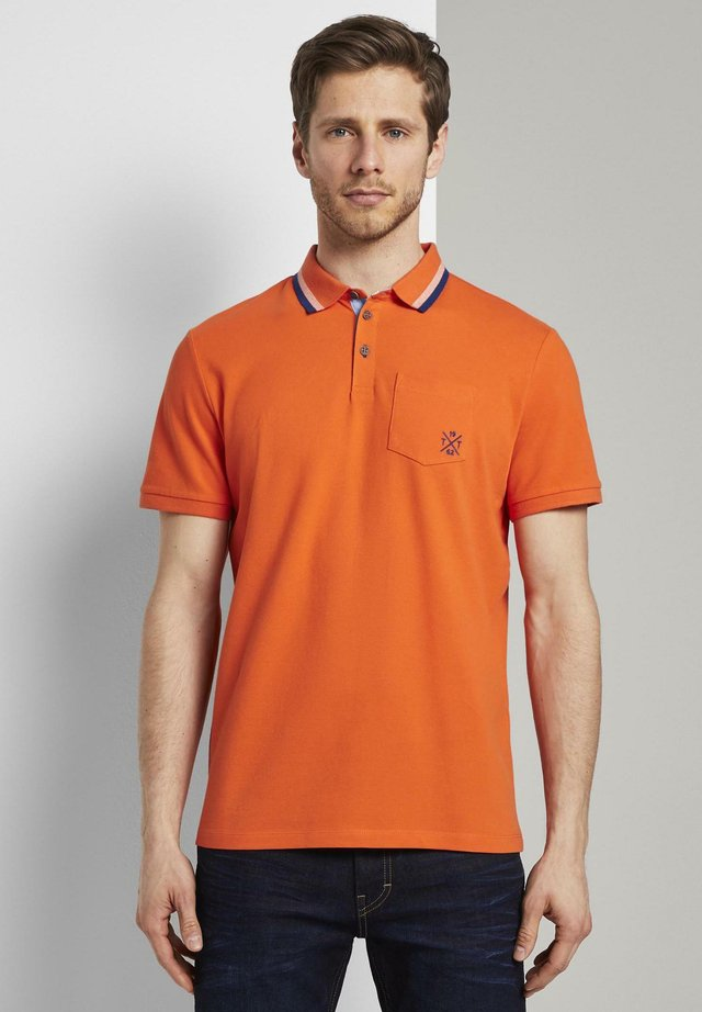 WITH TIPPINGS - Polo - true orange