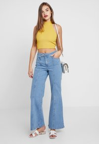 Miss Selfridge - FRONT SEAM - Flared Jeans - mid blue - 2