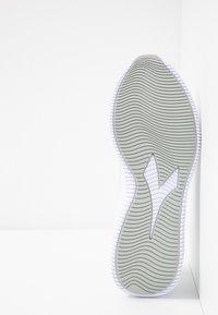 Diadora - EAGLE 2 - Neutrala löparskor - white/silver - 4