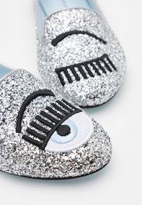 CHIARA FERRAGNI - Mocassins - silver glitter - 6