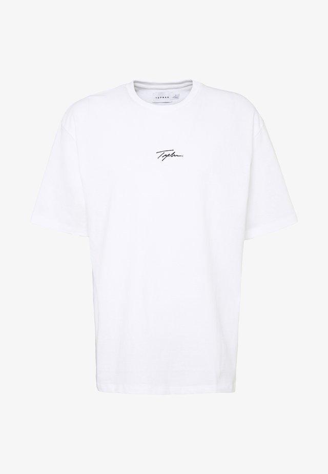 UNISEX SIGNATURE TEE - Printtipaita - white