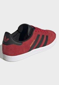 adidas Originals - GAZELLE - Trainers - red - 3