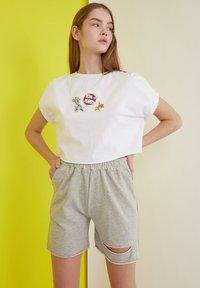 Trendyol - Shorts - grey - 2