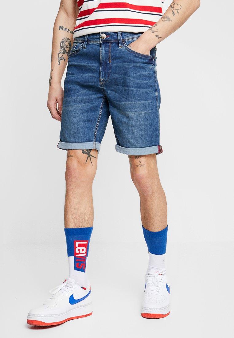 Blend - Shorts di jeans - denim middle blue