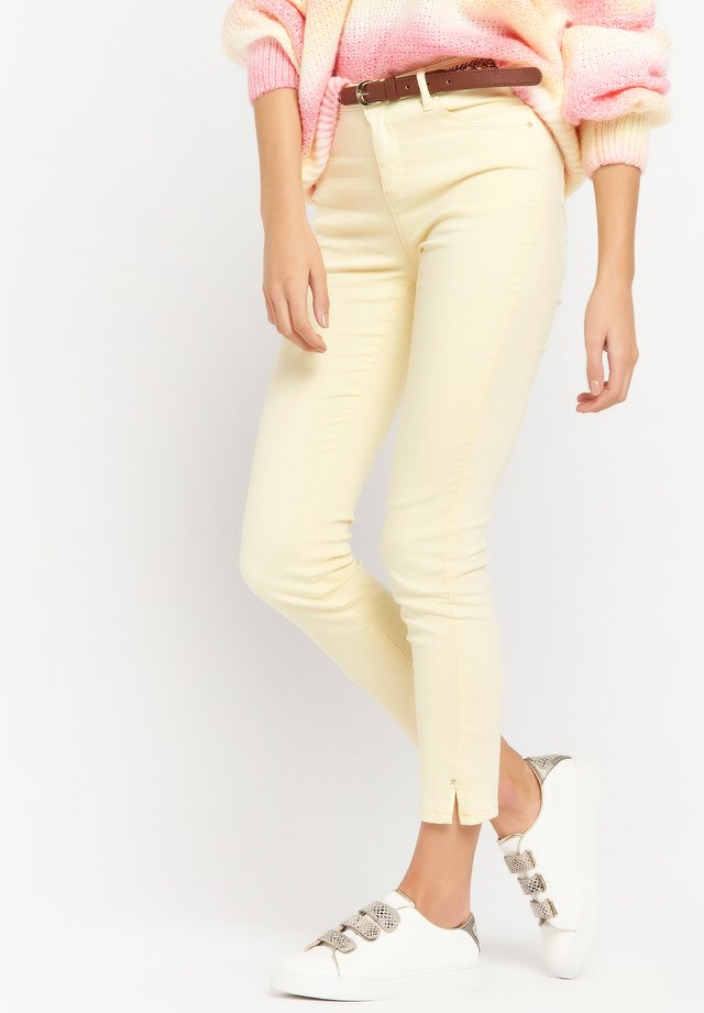 WITH BELT - Slim fit jeans - yellow