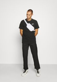 Nike Sportswear - NEW MODERN TEE - Basic T-shirt - black - 1