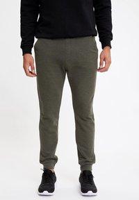 DeFacto - Spodnie treningowe - khaki - 0