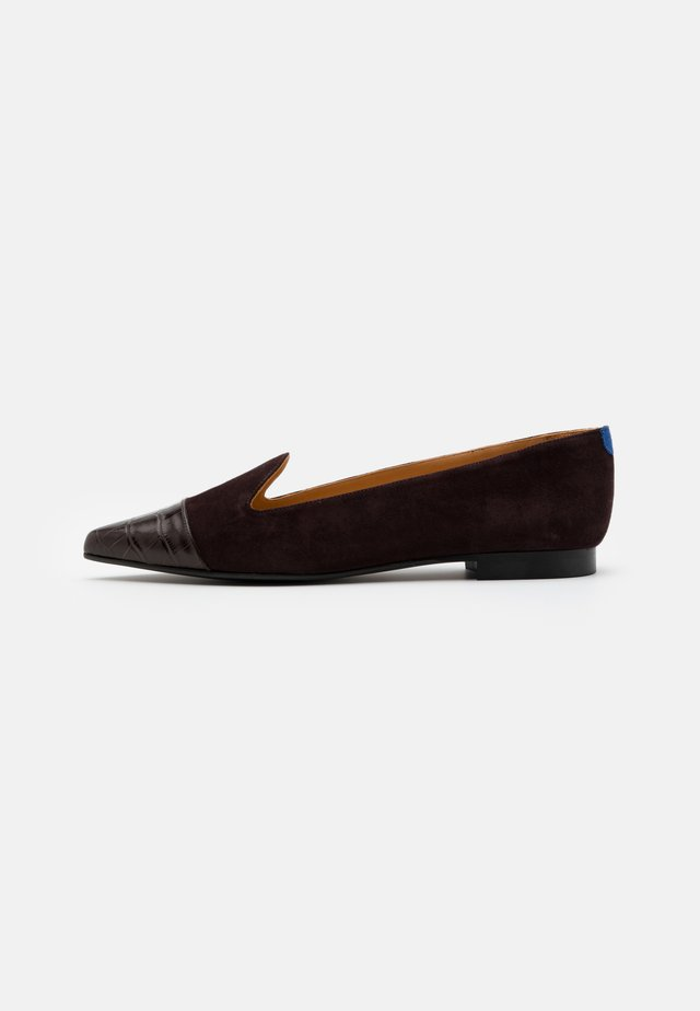 POINTY - Slip-ons - brown
