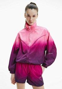 Calvin Klein Jeans - DIP DYE - Training jacket - gradient dark clove - 0