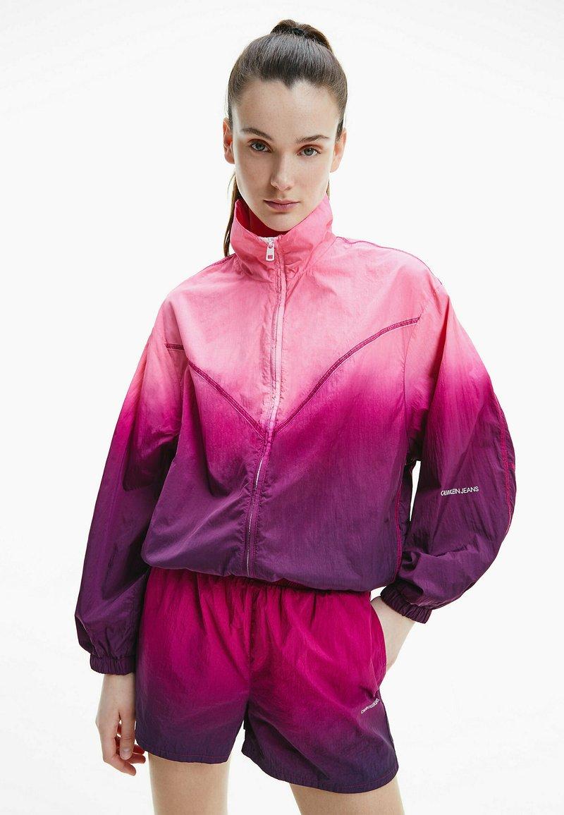Calvin Klein Jeans - DIP DYE - Training jacket - gradient dark clove