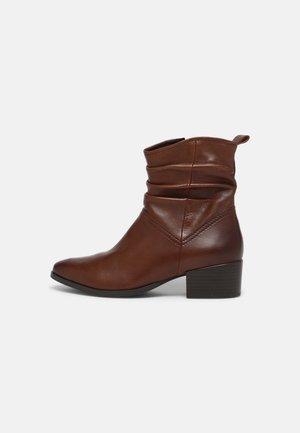 Korte laarzen - chestnut antic
