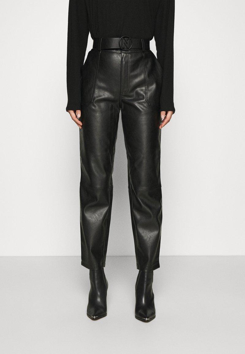 NIKKIE - MELLA PANTS - Trousers - black