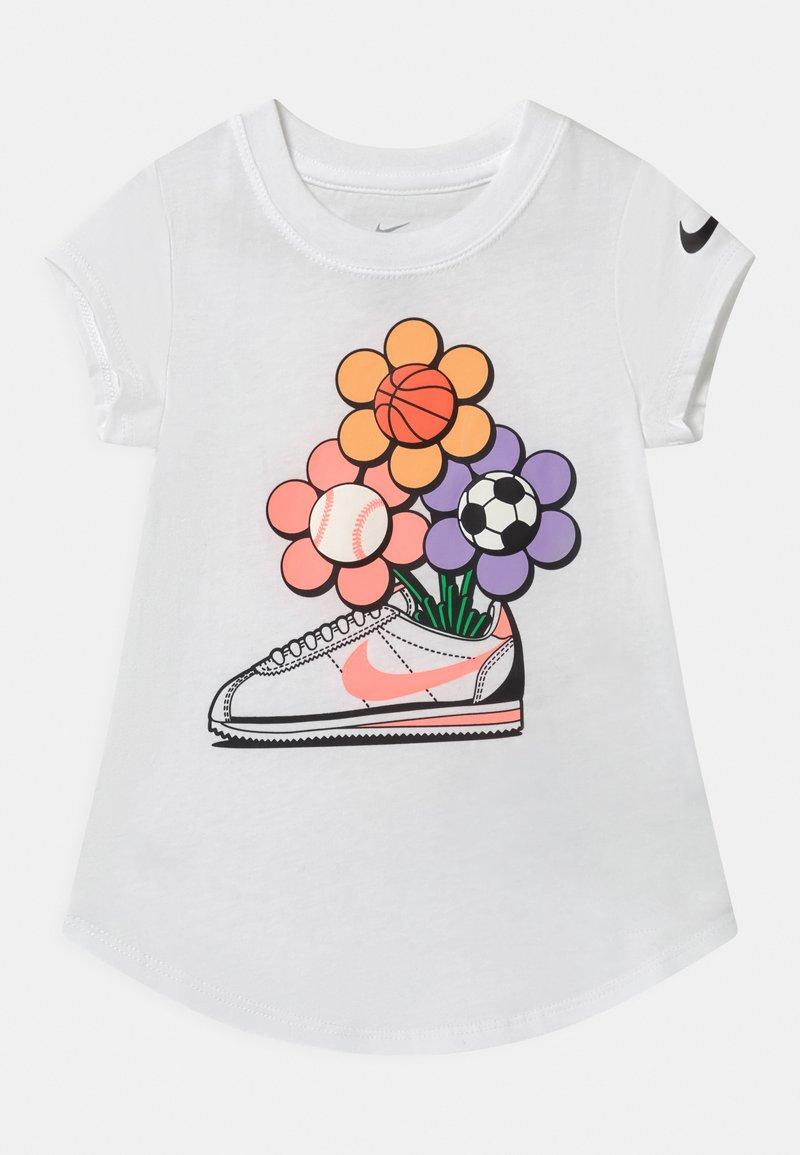 Nike Sportswear - CORTEZ FLOWER - Camiseta estampada - white