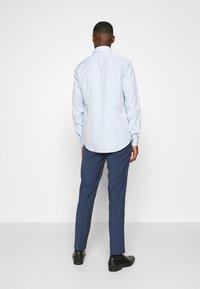 Calvin Klein Tailored - CONTRAST FLOWER PRINT SLIM - Formal shirt - blue - 2