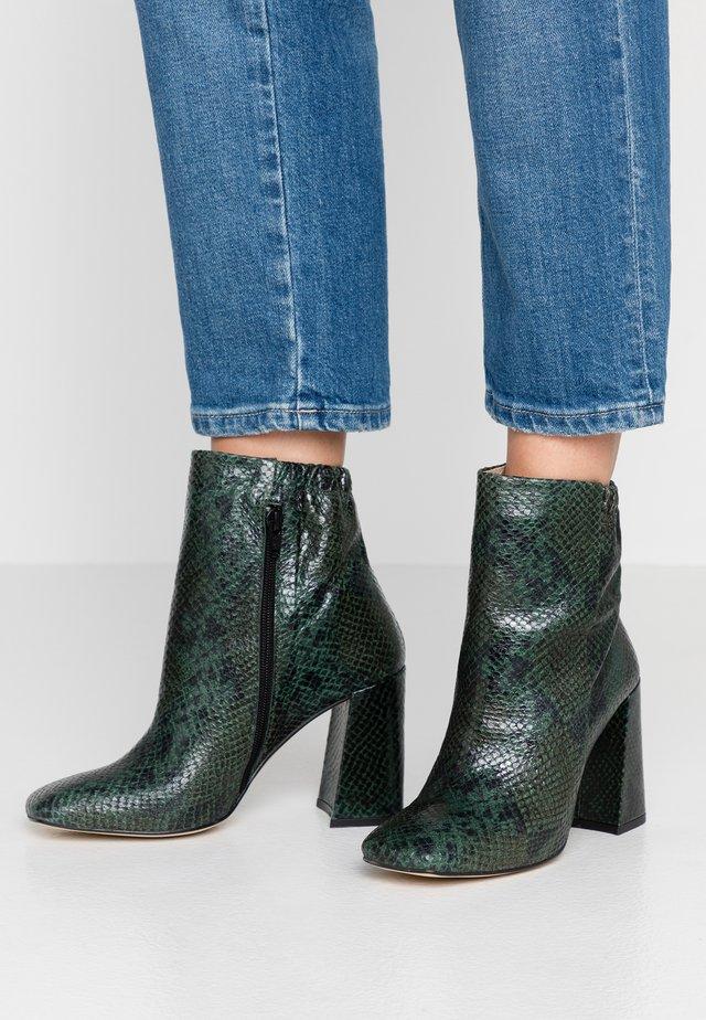 VENECIA - High heeled ankle boots - vert