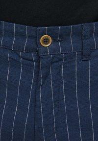 Jack & Jones - JJILINEN JJCHINO - Shorts - dark blue - 5