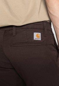 Carhartt WIP - SID LAMAR - Chinot - tobacco rinsed - 4