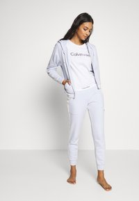 Calvin Klein Underwear - MODERN LOUNGE FULL ZIP HOODIE - Pyžamový top - ice pulp - 1
