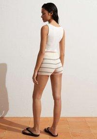 OYSHO - Shorts - beige - 4