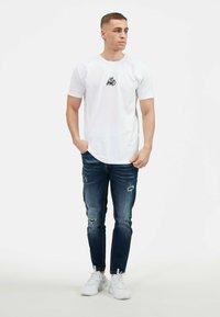 Kings Will Dream - KISHANE  - Print T-shirt - optic white - 2