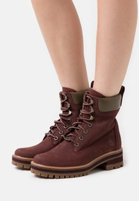 Timberland - COURMAYEUR VALLEY YBOOT - Lace-up ankle boots - burgundy - 0
