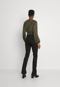 Envii - ENBARBARA SLIT - Straight leg jeans - black - 2