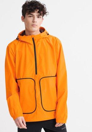 SUPERDRY PACKAWAY OVERHEAD CAGOULE JACKET - Summer jacket - vivid marigold