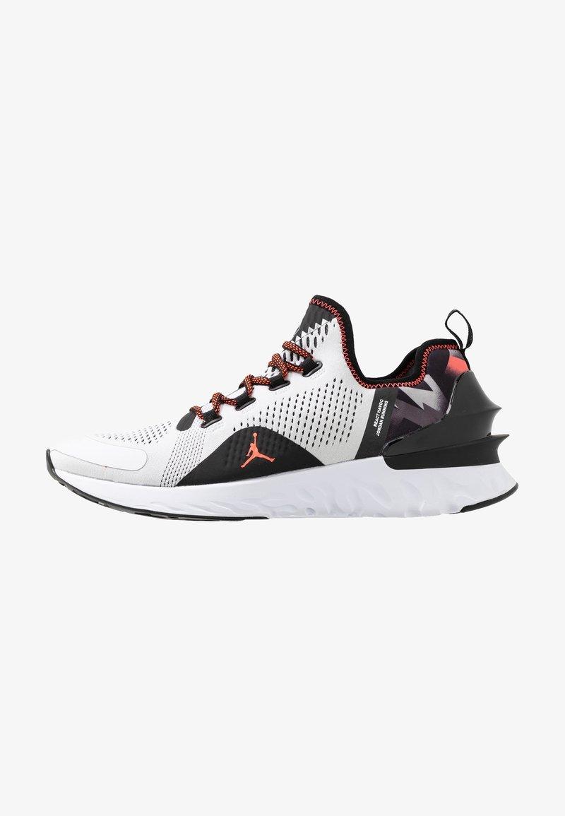 Jordan - JORDAN X PSG REACT ASSASSIN  - Obuwie do koszykówki - white/infrared/black