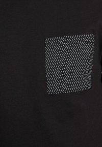 Pier One - T-shirt z nadrukiem - black - 4