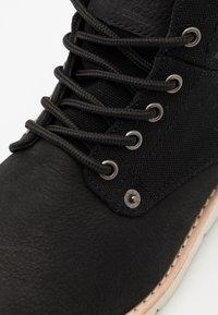 Levi's® - JAX - Šněrovací kotníkové boty - regular black - 5