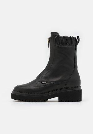 FAE WAYNE - Platform ankle boots - black
