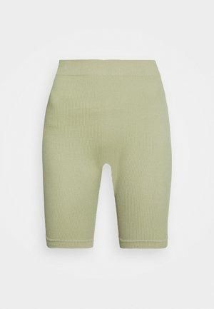 CORA - Shorts - oliv