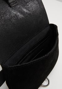 mint&berry - LEATHER - Bum bag - black - 6