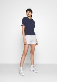 Tommy Jeans - BADGE - Short - silver grey heather - 1