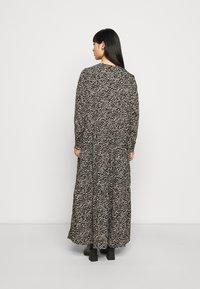 Noisy May Petite - NMRITA DRESS  - Denní šaty - black - 2