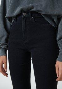 PULL&BEAR - Jean bootcut - mottled black - 3