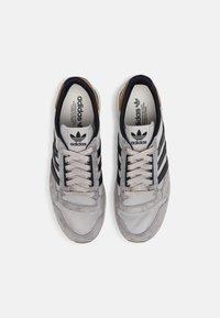 adidas Originals - ZX 500 UNISEX - Trainers - grey/legend ink - 3